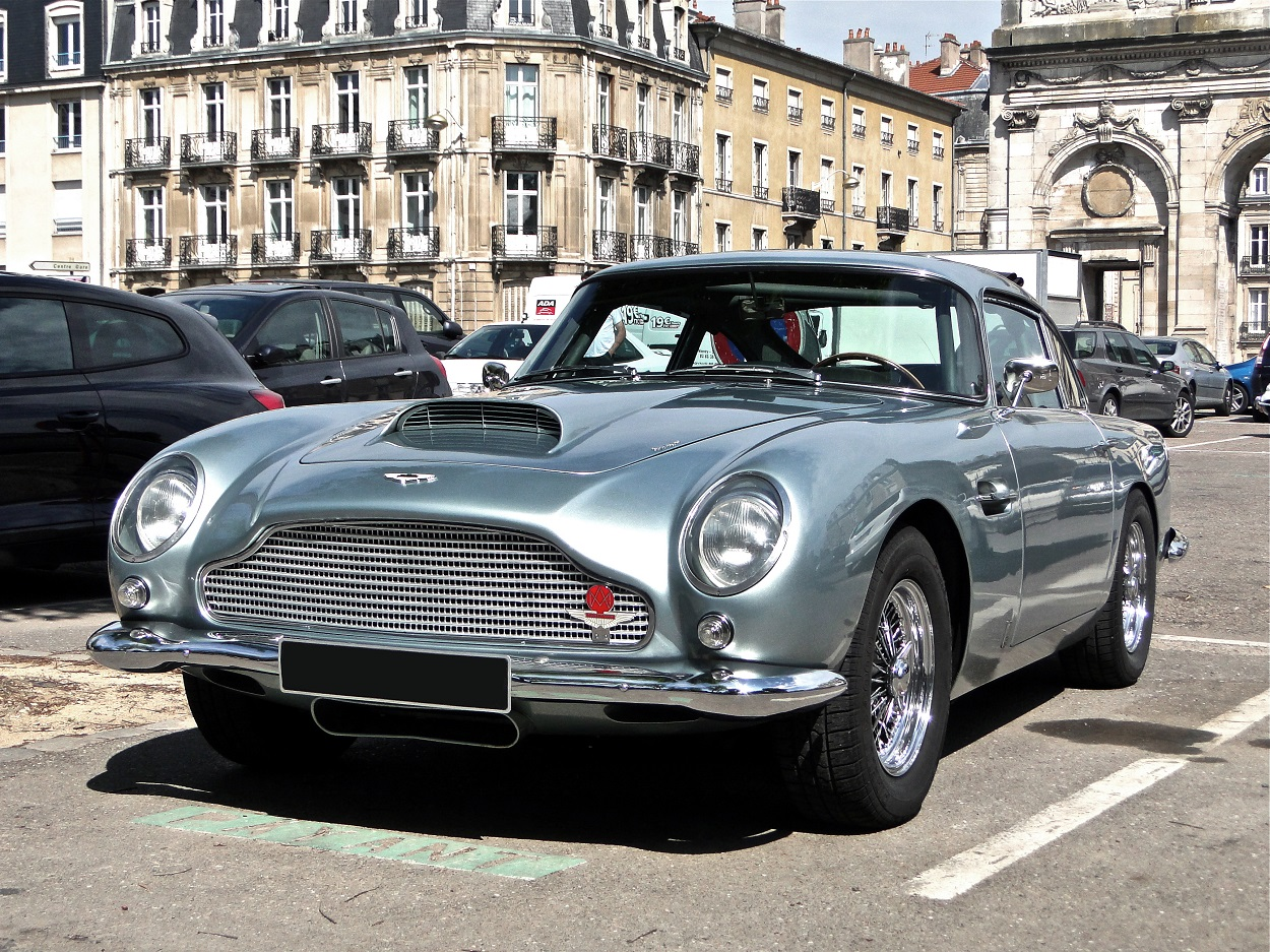 five greatest aston martins aa cars. Black Bedroom Furniture Sets. Home Design Ideas
