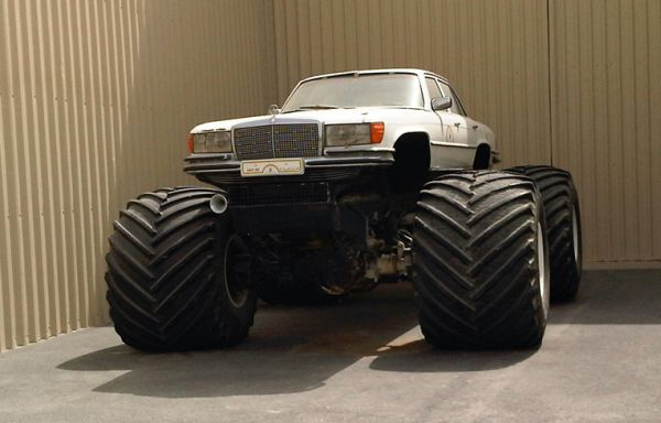 weird_off_road_vehicle_hbubl