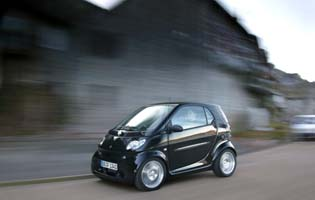 picture of smart fortwo from the side