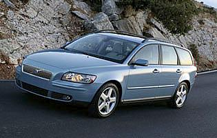 picture of volvo v50 from the front