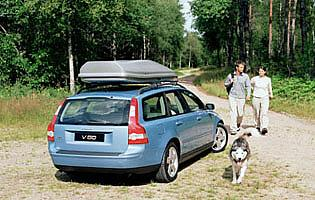 picture of volvo v50 with a roof box