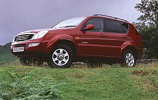 picture of ssangyong Rexton from the side