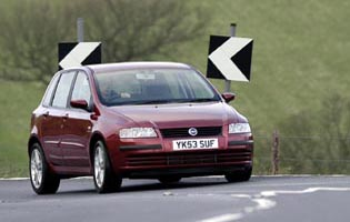 picture of fiat stilo from the front