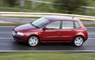 picture of fiat stilo in action