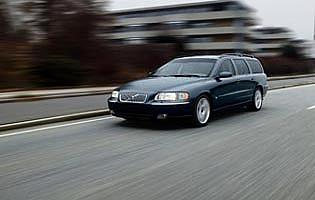 picture of Volvo V70 in action