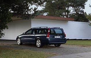 picture of Volvo V70 from the rear