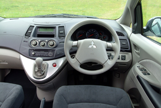 picture of mitsubishi grandis interior