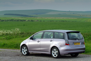 picture of mitsubishi grandis from the rear