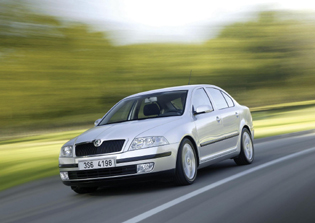 picture of skoda octavia from the front