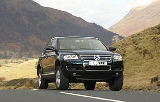 picture of VW Touareg from the front