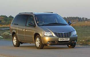picture of chrysler grand voyager from the front