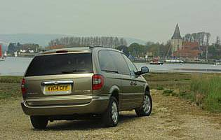 picture of chrysler grand voyager from the rear