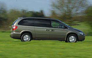 picture of chrysler grand voyager from the side