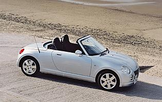 picture of daihatsu copen from the front