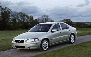 picture of volvo s60 from the front