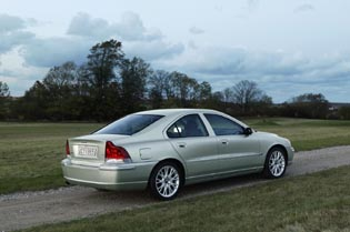 picture of volvo s60 from the rear