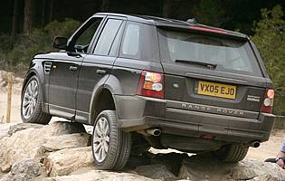 picture of range rover offroading