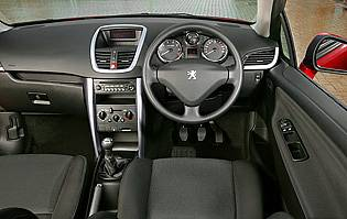 Car reviews peugeot 207 cc gt thp 1 6 the aa for Peugeot 207 interior