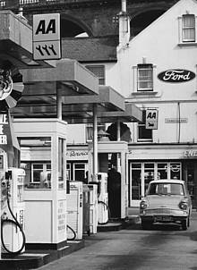 A 'three spanner' garage (1970s)