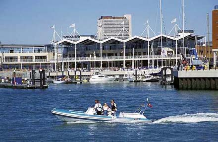 Gunwharf Quays – shopping and leisure
