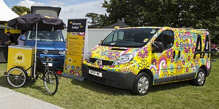 5 AA patrols will be cheering up the roads by swapping their regular AA vans for limited edition 'Flower Power' AA vans