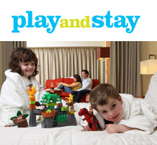 Play and Stay - family in hotel room