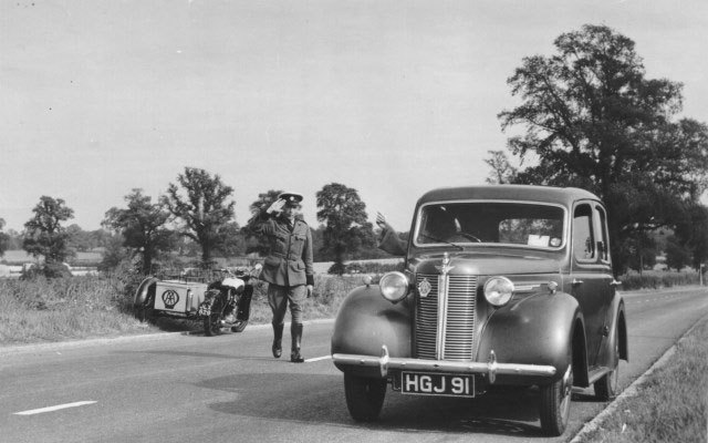 1948, Epping Forest, a patrol salutes an AA member