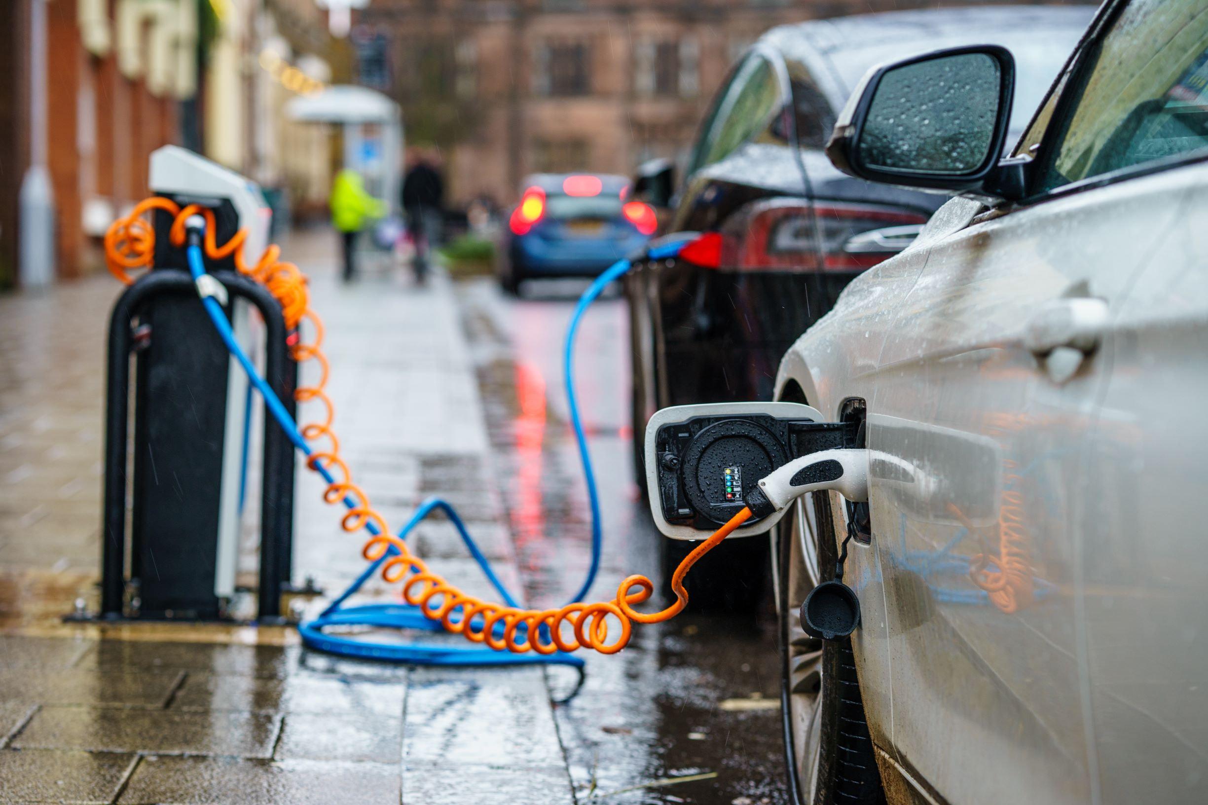 E vs charging on roadside