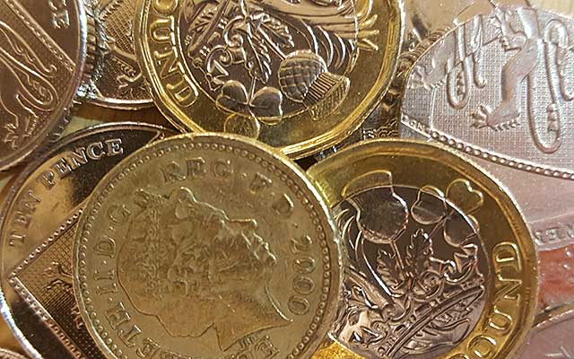 old and new one pound coins